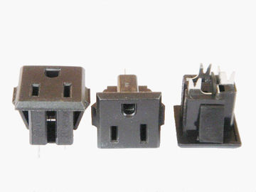 China Plastic 3 Prong American Power Socket , Electrical Wall Outlet Standard Grounding factory